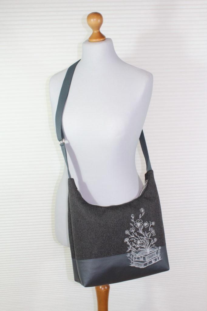 Angies Kleiderschrank, Umhängetasche mit Blütenbuch